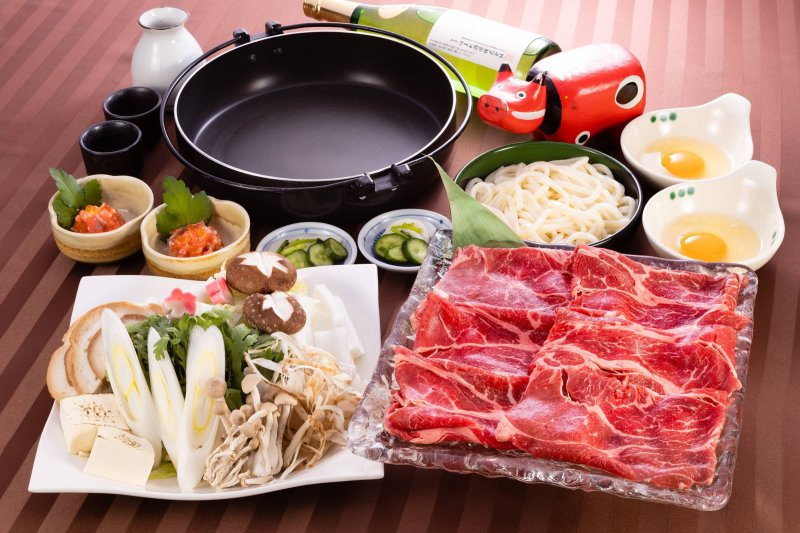 Various dinner options such as the Western food, Japanese hot pot, and BBQ, etc.