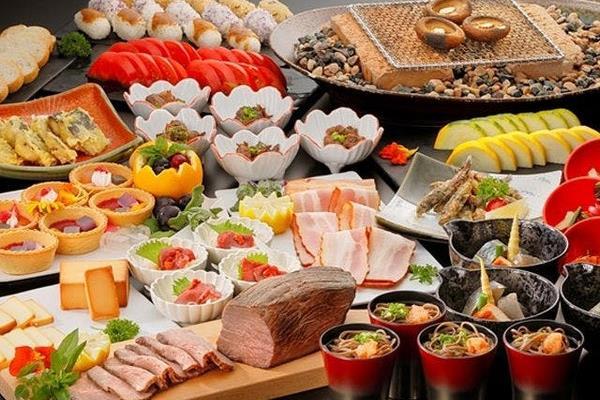 Please enjoy fresh and seasonal foods by buffet or Kaiseki
